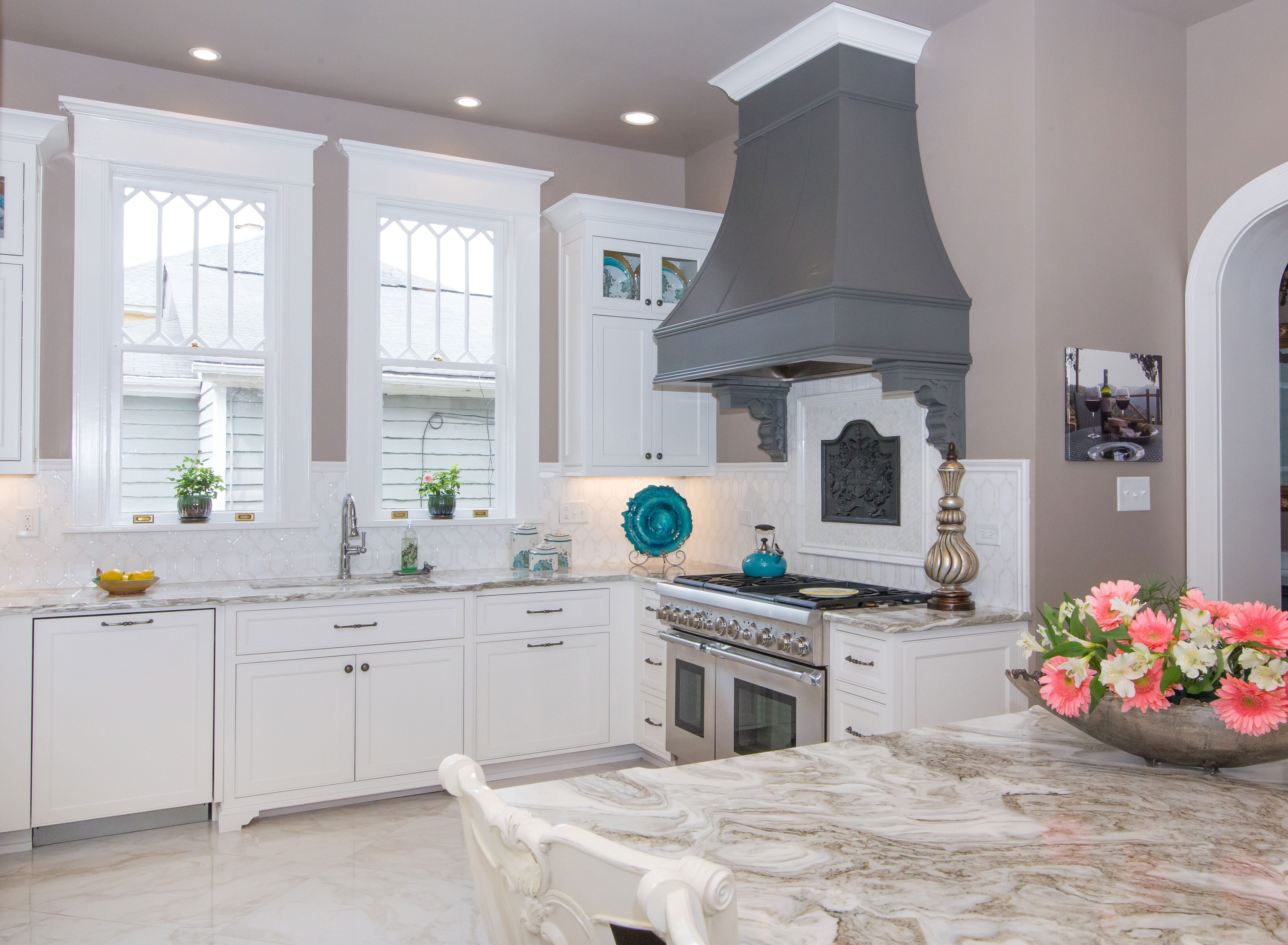 Hood-Backsplash-Kitchen-White-Cabinets-Glass-Doors ...